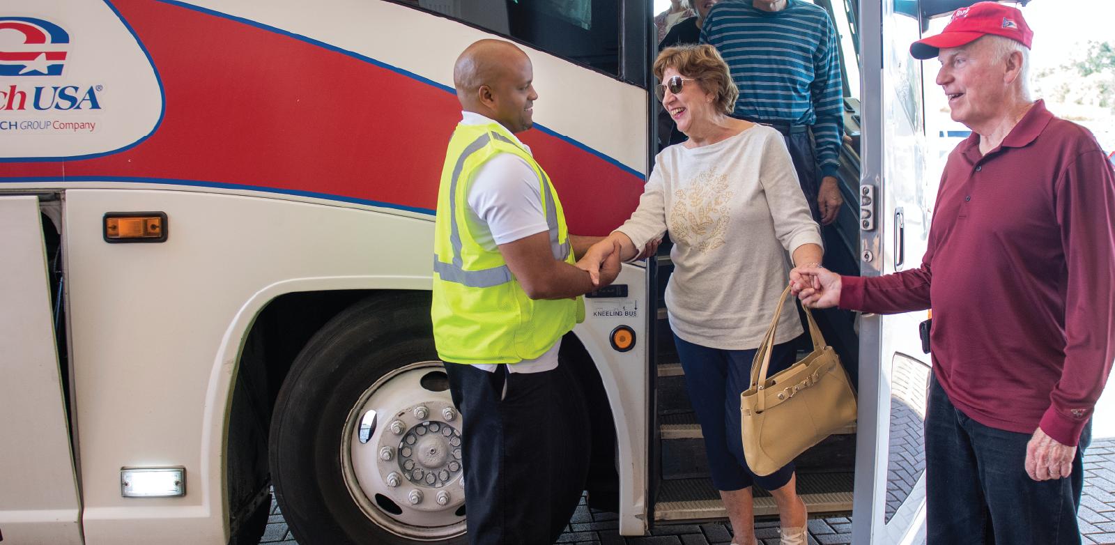 Visitors arriving to Hartville Kitchen on a tour bus